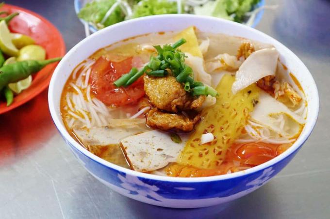 2 món bún đậm đà hương vị biển không thể bỏ qua khi du lịch Nha Trang