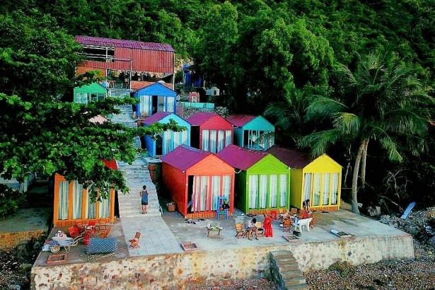 Thảo Thường Camp - Có một khách sạn cầu vồng đầy khách màu ở đảo Nam Du