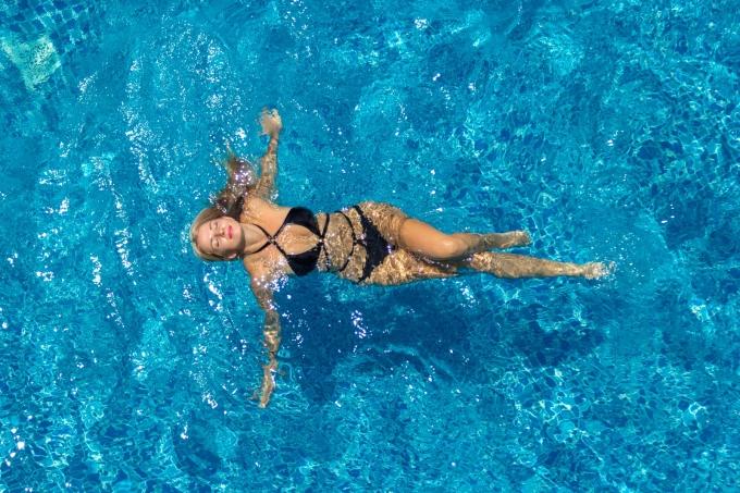 Trải nghiệm bể bơi vô cực tại các khách sạn ven biển Nha Trang
