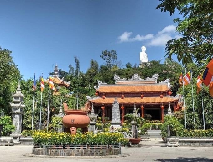 Chùa Long Sơn - ngôi chùa đạt kỷ lục Guiness với tượng phật ngoài trời lớn nhất Việt Nam