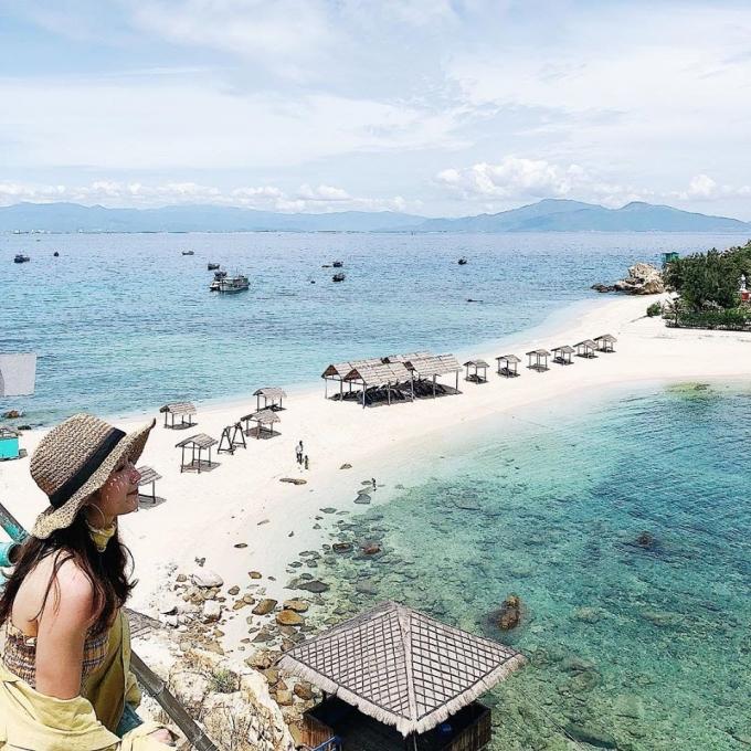 Ngỡ ngàng trước vẻ đẹp của bãi tắm đôi Đảo Yến Nha Trang