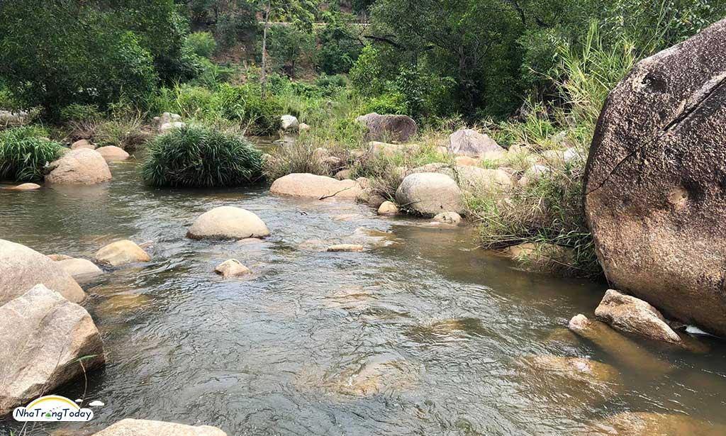 Suối Đá Giăng Nha Trang - Thắng cảnh hoang sơ hấp dẫn