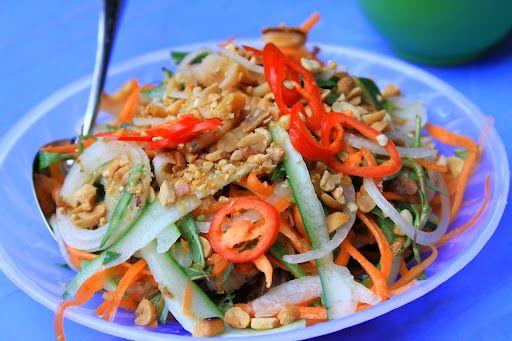 Thưởng thức Gỏi ốc nón - món ăn lạ miệng của Nha Trang